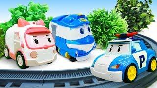 Роботы поезда учат Поли ездить по рельсам! Робокары в ToyClub - Мультики про машинки