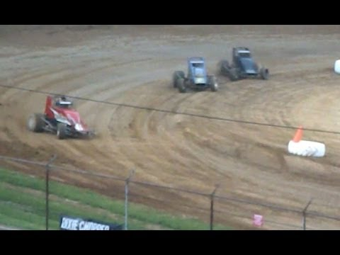 WILD SPRINT CAR Loses Wheel and Finishes at Lincoln Park Speedway!