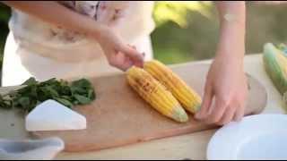 Салат з курячим філе, свіжою кукурудзою та сиром брі