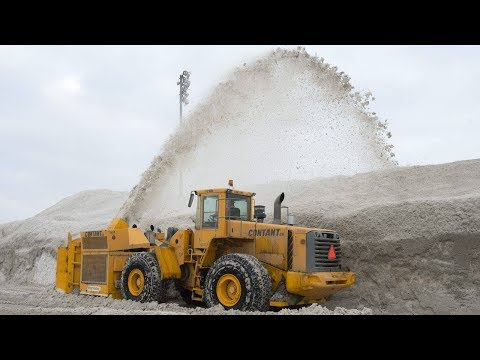Montreal opening extra dump site to handle massive snowfall