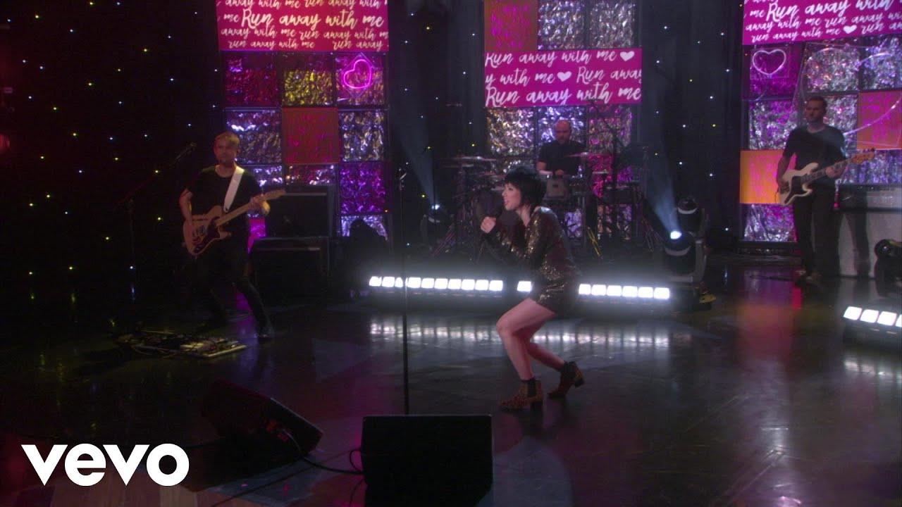 Carly Rae Jepsen - Run Away With Me (Live On Ellen)
