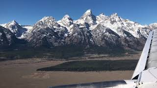 Video On approach to Jackson Hole Airport download MP3, 3GP, MP4, WEBM, AVI, FLV Mei 2018