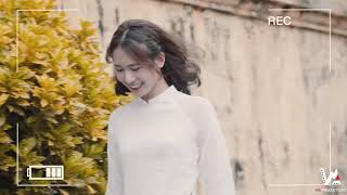 Nữ sinh thướt tha với áo dài trắng