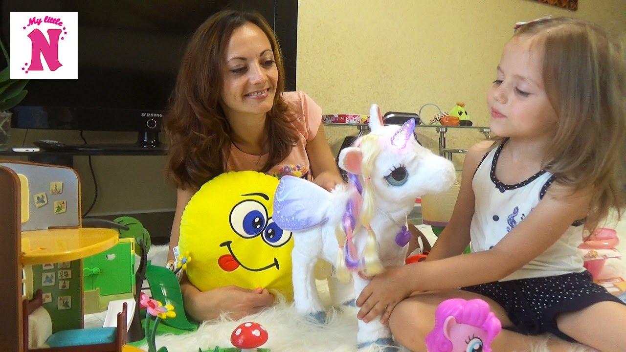 Мисс кэтти играет в игрушки