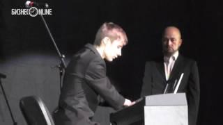 Алексей Романов без кистей рук сыграл на лекции Вуйчича