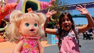 MARIA CLARA NO PARQUE COM SUA NOVA BONECA ♥ Maria and doll pretend play at the amusement park
