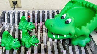 Alligator Babies Shredded! Wind-Up Alligators and Destroyed! What's Inside Water Toys Bath Toys!