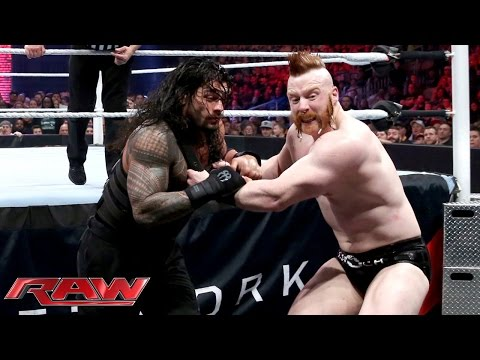 Roman Reigns Vs. Sheamus - WWE World Heavyweight Championtitel Match: Raw – 30. November 2015