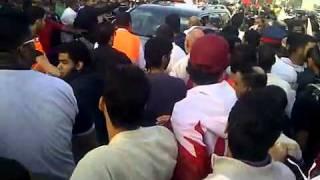 المعتصمين يحاولون ضرب بنت سنيه في البحرين