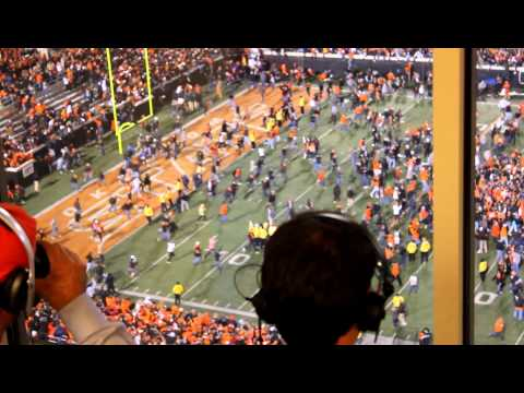 Oklahoma State Fans Rush With Hunziker's Call, (Student seen falling through tarp at 38 seconds.)