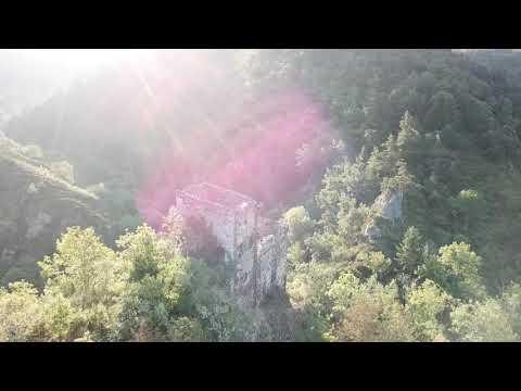Gorges sauvages du haut Allier : le Moulard et le château d'Agrain (Haute Loire)(Auvergne)
