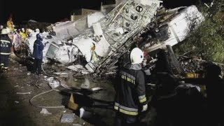 Taiwan plane crash: TransAsia Airways crash kills at least 40
