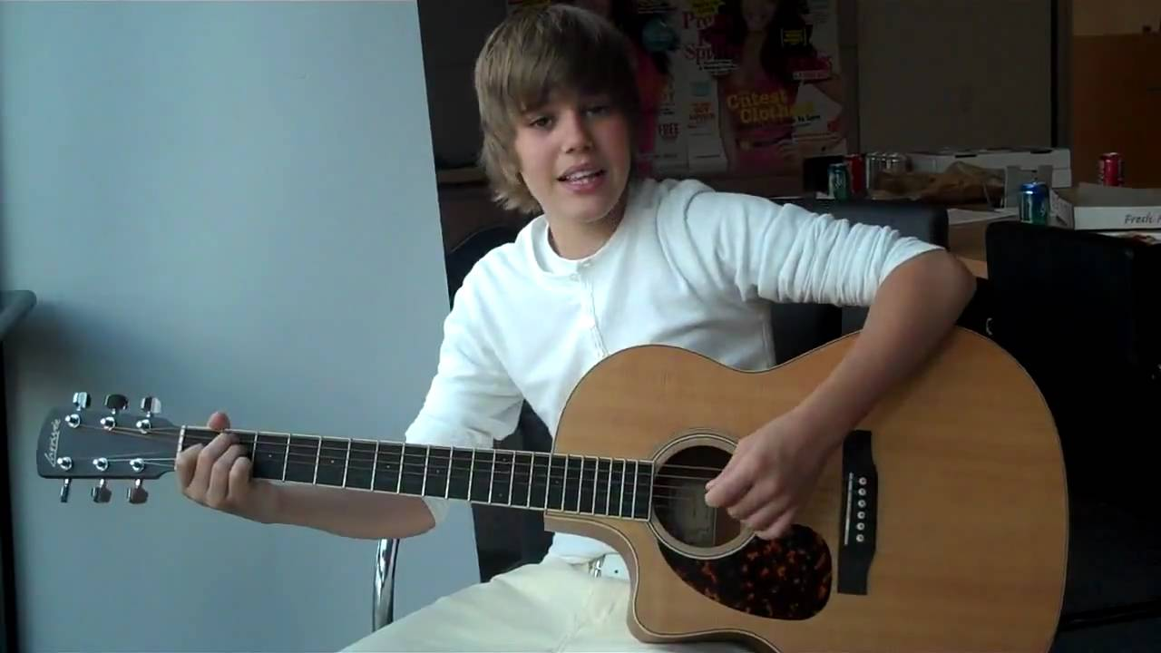 5 Homes That Prove That Less Is More: Justin Bieber One Less Lonely Girl Acoustic Seventeen