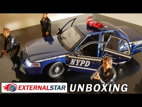 Unboxing of 1:18 Police Ford Crown Victoria by Greenlight
