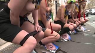 Femen пописали на фотографии Януковича