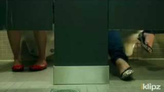 Ce fac fetele la baie