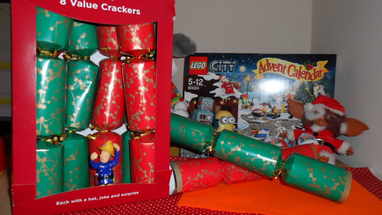 8 x openings of uk british christmas crackers with magic fish - British Christmas Crackers