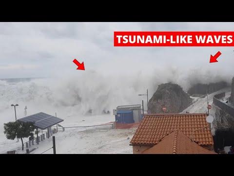 'Tsunami-Like Waves' Overrun Small Harbor in Italy During Storm |Tyrrhenian Sea