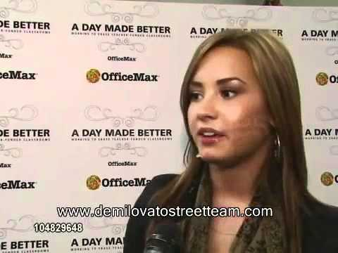 Demi Lovato at Grape Street Elementary School performance, interview and other raw footage 360p