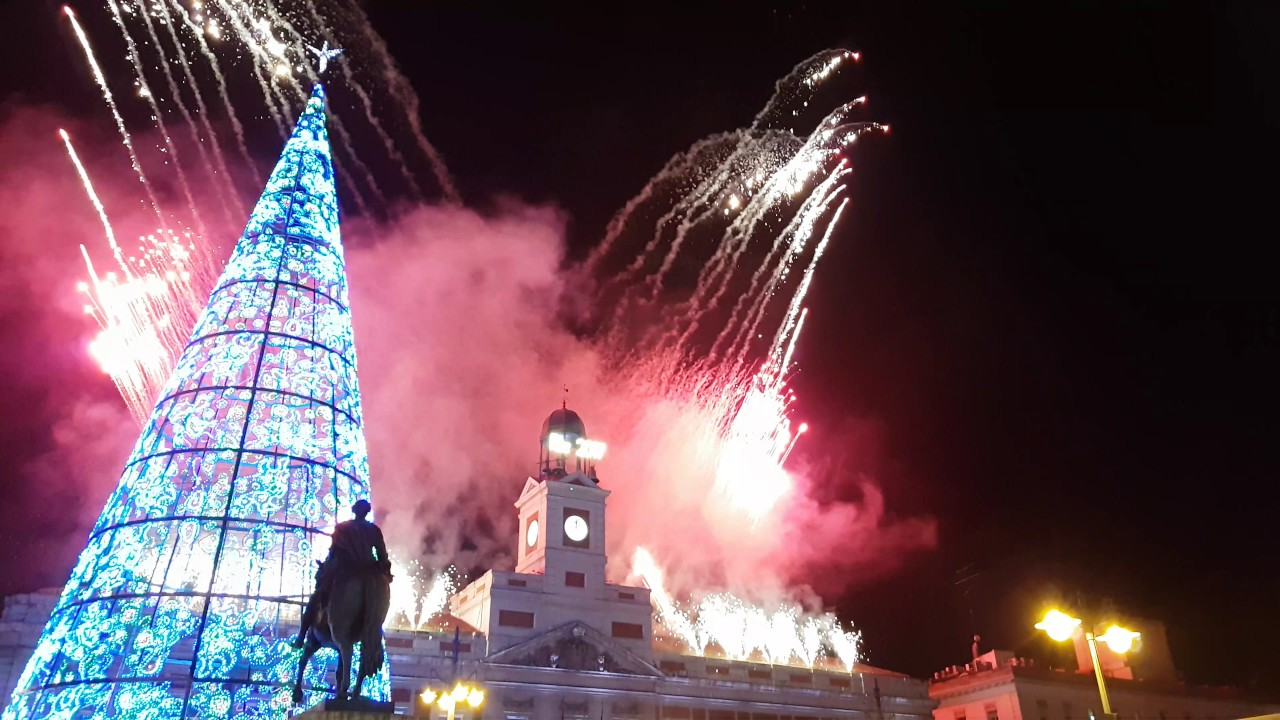 A o nuevo 2017 madrid puerta del sol youtube for Puerta del sol 2017