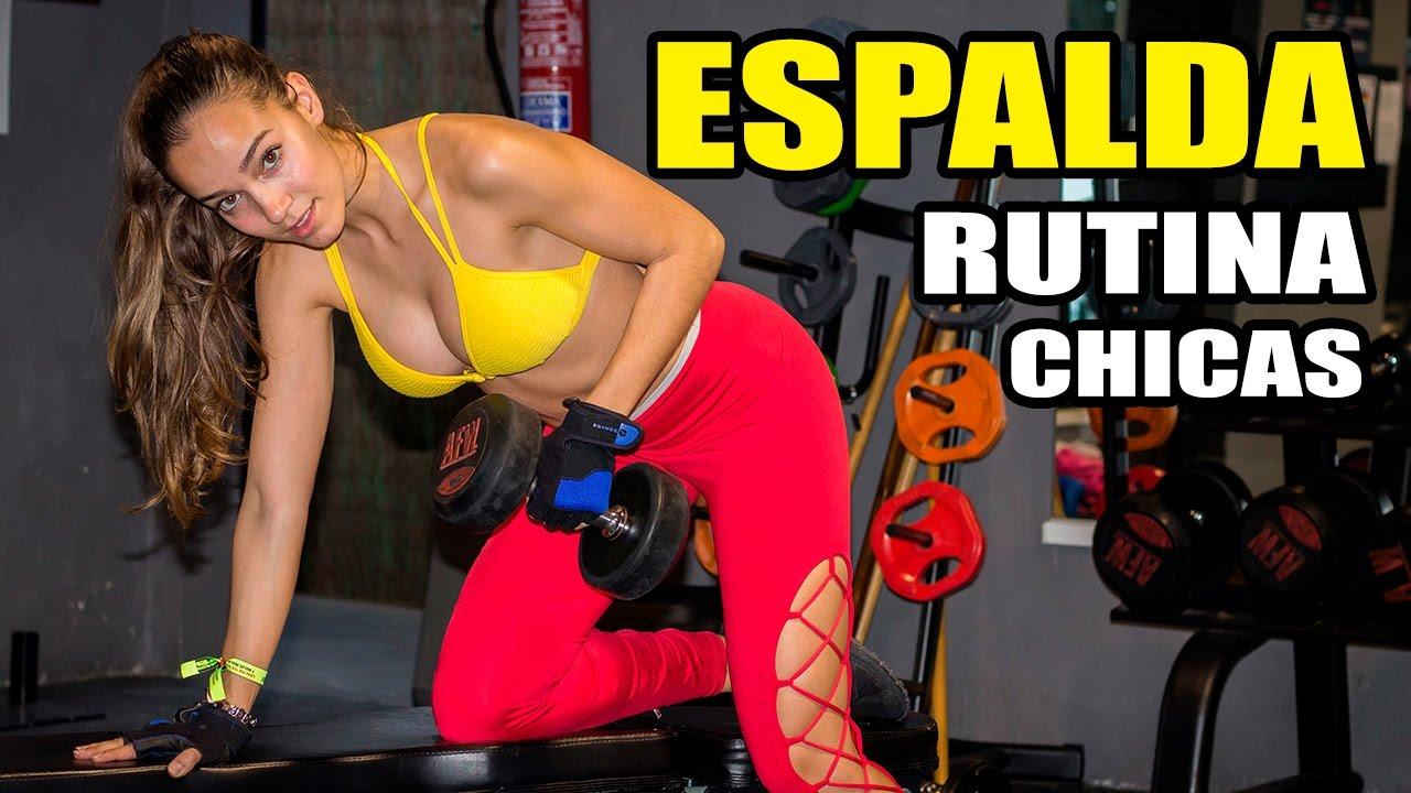 ejercicios de espalda para mujeres en el gimnasio