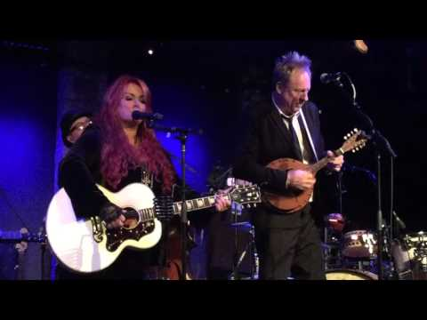 Wynonna and The Big Noise: