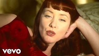 Watch Suzanne Vega Caramel video
