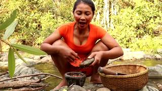 Survival skills: Finding & Catch crabs boiled on clay for food - Cooking crabs eating delicious #47