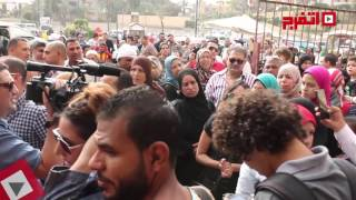 لحظة خروج جثمان «وائل نور» من مسجد السيدة نفسية (اتفرج)