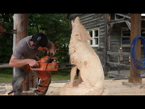 Chainsaw-Carving-A-Life-Size-Wolf