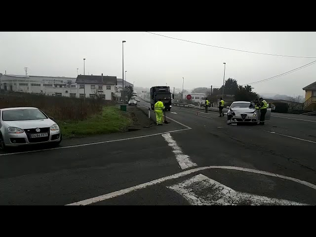 Un herido en una colisión entre dos vehículos en Lugo