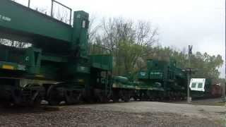 BNSF & CP Lead Freight w/ Heavy Duty Flat Cars & 2 Cabooses!