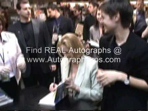 Cybill Shepherd Signs her book at the book signing in NY.