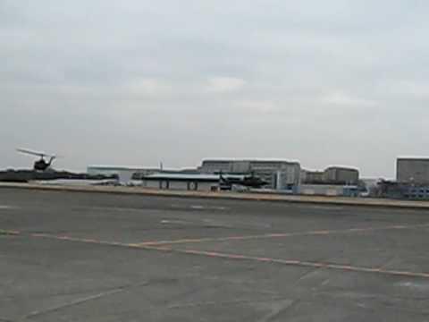 陸上自衛隊ヘリコプターUH-1離陸
