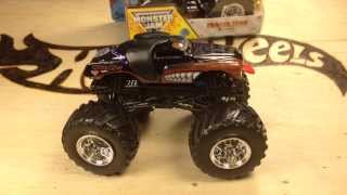 Hot Wheels Monster Jam New For 2014 Monster Mutt Rottweiler Review and Comparison!