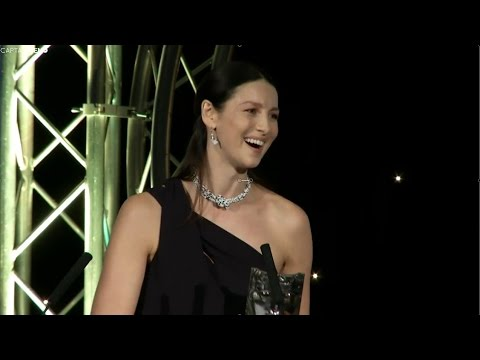 Caitriona Balfe accepts the BAFTA Scotland 2016 award for Actress Television [RUS SUB]
