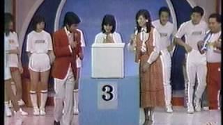 トライアングルのミッチ(小森みちこ/森光子)が番組内のゲームで、箱...