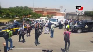 لحظة وصول جثمان «زويل» إلي مطار القاهرة