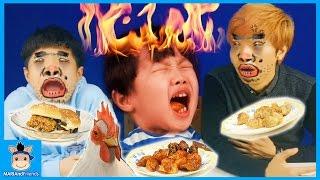 치킨 먹방 맘스터치 인기 메뉴 다 먹다! (감동의 눈물?ㅋ) ♡ 매운 햄버거 만두 챌린지 놀이 chicken hamburger | 말이야와친구들 MariAndFriends