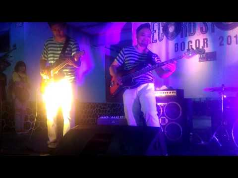 The Mentawais - Finless Slide Live at Bogor Record Store Day 2017