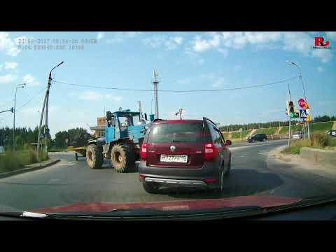 Трактор идет на таран. Авария в Калуге 20.08.2017