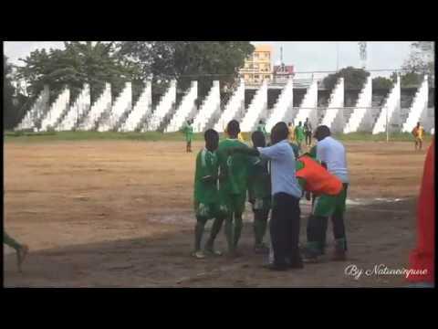 Match de football - 2e division à Douala, Cameroun