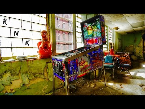 ABANDONED MENTAL INSTITUTION (A NIGHTMARE ON ELM STREET PINBALL)