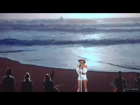 Miley Cyrus - Malibu Perfonmance Billboards Music Awards 2017