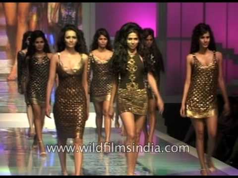 Indian women walk the cat walk at Delhi fashion show