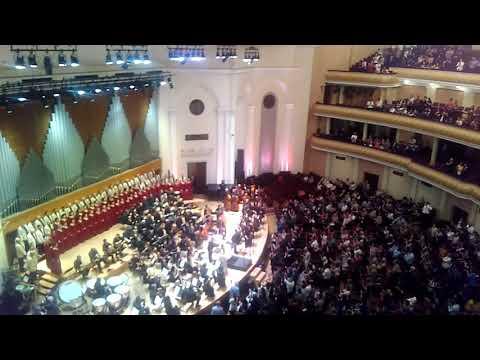 Овации на концерте хоровой капеллы Армении, май 2019, театр Оперы и балета, Ереван