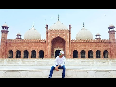 Vlog 2: Visiting Badshahi Mosque and Food Street in Lahore! (Pakistan)