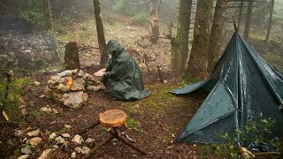 Bushcraft overnight in tнe rain, making a simple table, cooking, coffee in a foggy mysterious forest