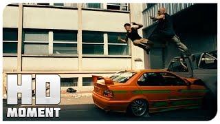 Дамьен и Лейто убегают от машин по улицам 13 й район 2004 Момент из фильма