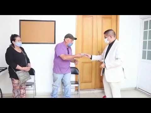 PACO CEDILLO CUMPLE CON ENTREGA DE LENTES